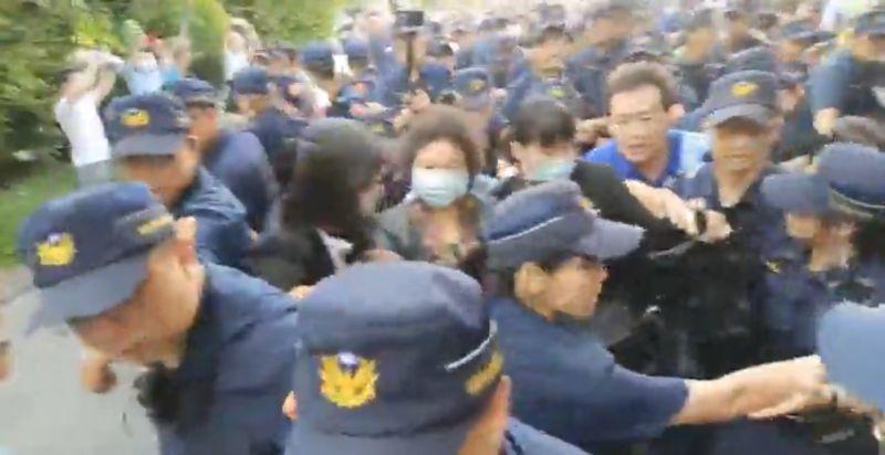 閃國民黨立委 陳菊被「架」進立法院
