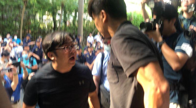 影/藍綠立委推擠衝突 助理控鍾佳濱打人