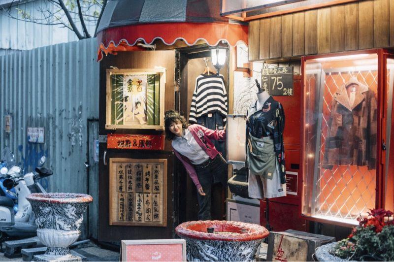 ▲9m88走訪仁愛市場附近的質感古著店。(圖/基隆市政府提供)