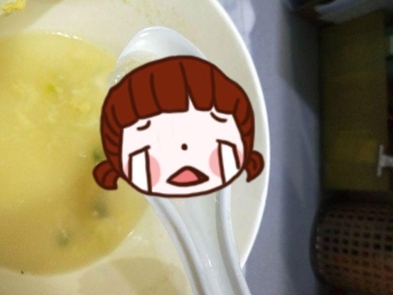喝青菜豆腐湯驚見「1物」!她傻眼想吐 網歪樓:賺到了