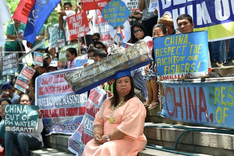 ▲2016年於菲律賓馬尼拉抗議中國的民眾。(圖/翻攝自《紐約時報》。)