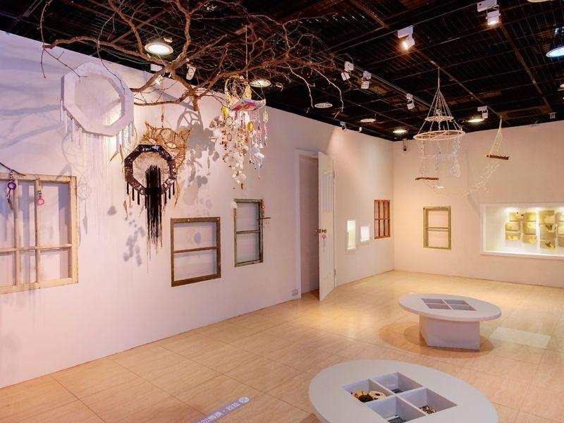 ▲展覽打破觀眾對常見藝術品材料的限制與想像。(圖/高美館提供)
