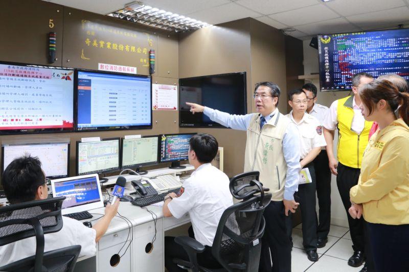 ▲台南市政府率先全國,與台南市8家KTV場所共同試辦「數位消防通報系統」。(圖/台南市政府提供)