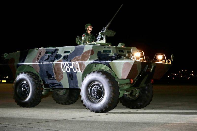 ▲V150輪型甲車保衛機場安全。(圖/軍聞社提供)