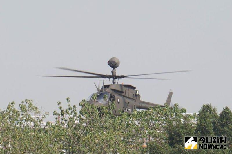 ▲OH-58D直升機主螺旋槳頂端裝設的桅頂偵搜儀,內含雷射測距儀、感熱影像系統等電子裝置,能夠躲在樹林後端偵察,降低被發現的風險。(圖/記者呂炯昌攝)