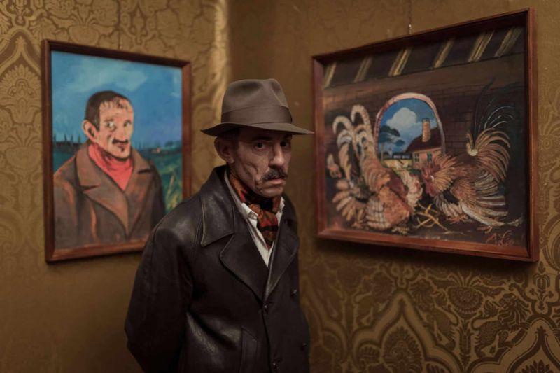 ▲安東尼奧利加布與作品自畫像和鬥雞。(圖/捷傑)