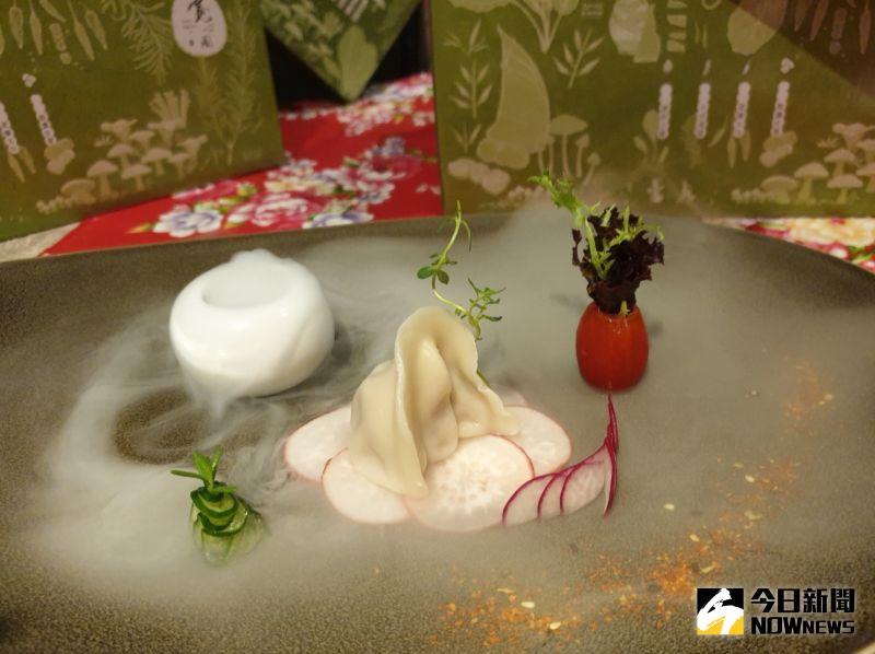 ▲寬心園推出的植物肉手藝餃,是以一顆水餃一道菜的美味規格,升級方便素口味。(圖/金武鳳攝,2020.7.17)