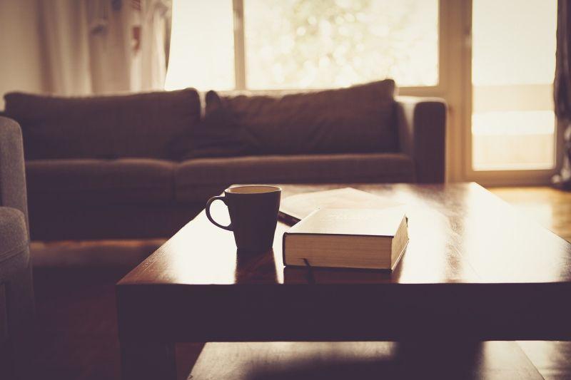 ▲一名女網友在 PTT 八卦版提到, 40 年屋齡的老房子,若重新裝潢過後值得買嗎?貼文立刻引發全場熱議,釣出內行透露一大盲點。(示意圖/翻攝自 Pixabay )