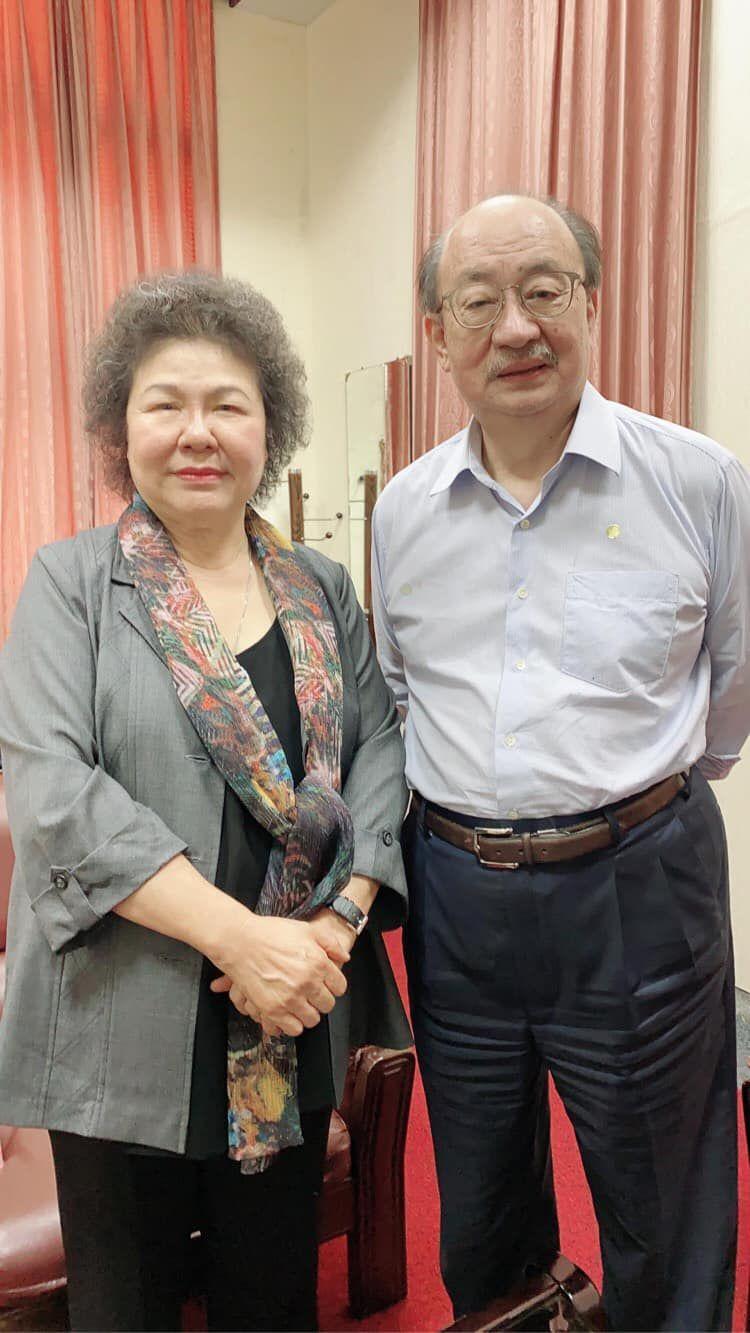 ▲民進黨團柯建銘(右)說,何其有幸跟陳菊並肩作戰。(圖/翻攝柯建銘臉書)