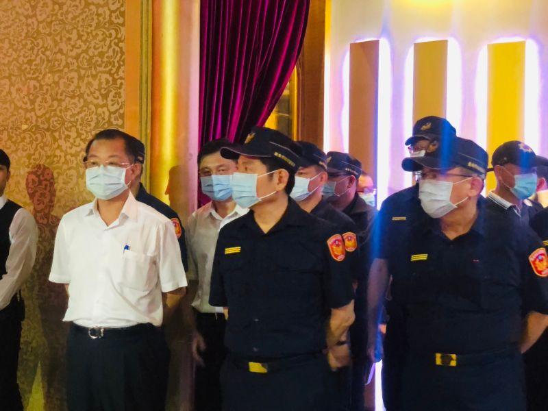 ▲刑事局局長黃明昭(左一)代表警政署南下督導。(圖/記者陳聖璋翻攝)