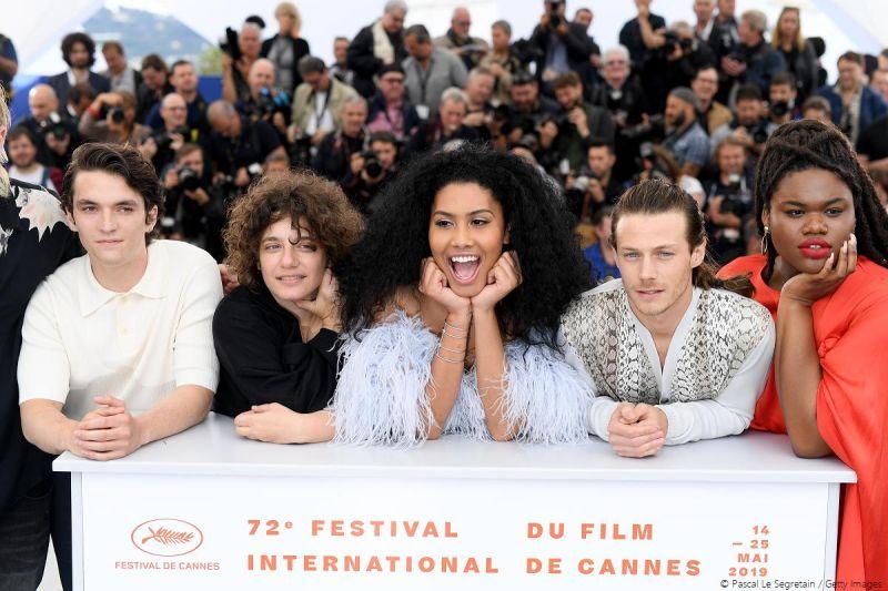 ▲《曼哈頓戀舞曲》劇組登上坎城紅毯,男主角菲昂懷海德(左一)和女主角雷娜布魯姆(中)相當受注目。(圖/東昊)