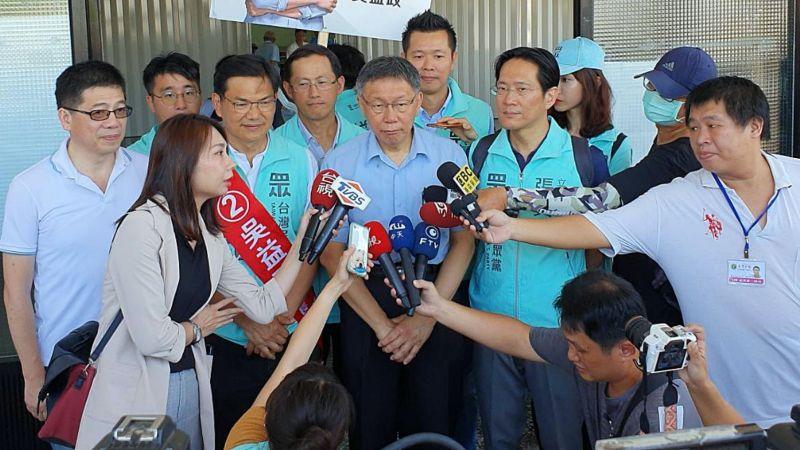 身兼台灣民眾黨主席的台北市長柯文哲,南下為黨籍徵召的高雄市長補選候選人吳益政輔選。