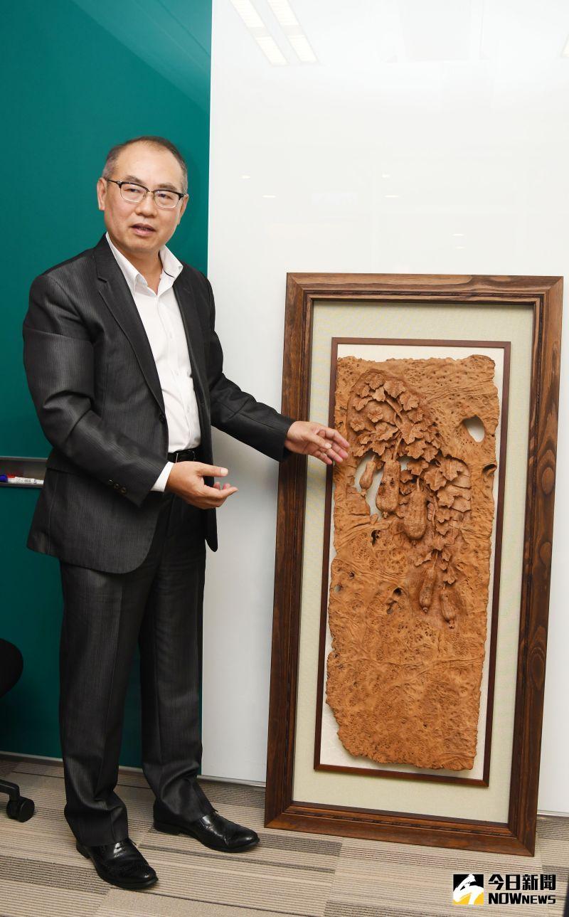 ▲台灣彩券公司總經理蔡國基另一個台灣香樟收藏「瓜瓞綿綿」。(圖/記者林調遜攝)