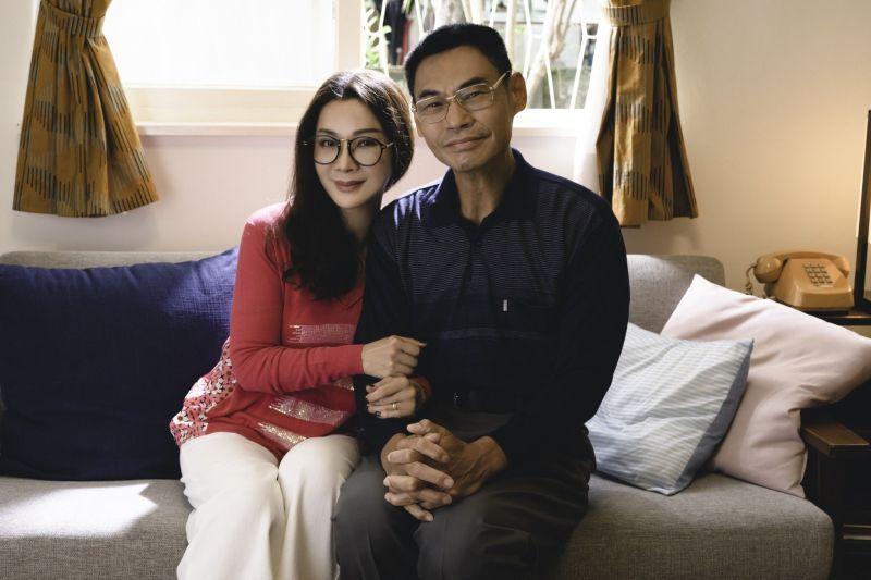 ▲陳美鳳(左)及夏靖庭演活樸實生活的夫妻世界。(圖