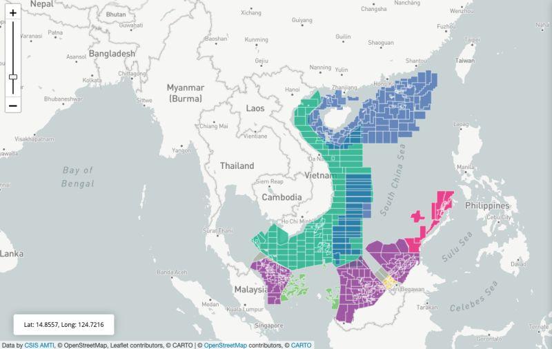 ▲彩色:石油與天然氣開採區。藍:中國;綠:越南;紫:馬來西亞;粉:菲律賓;綠:印尼;灰:聯合開採。(圖/翻攝自