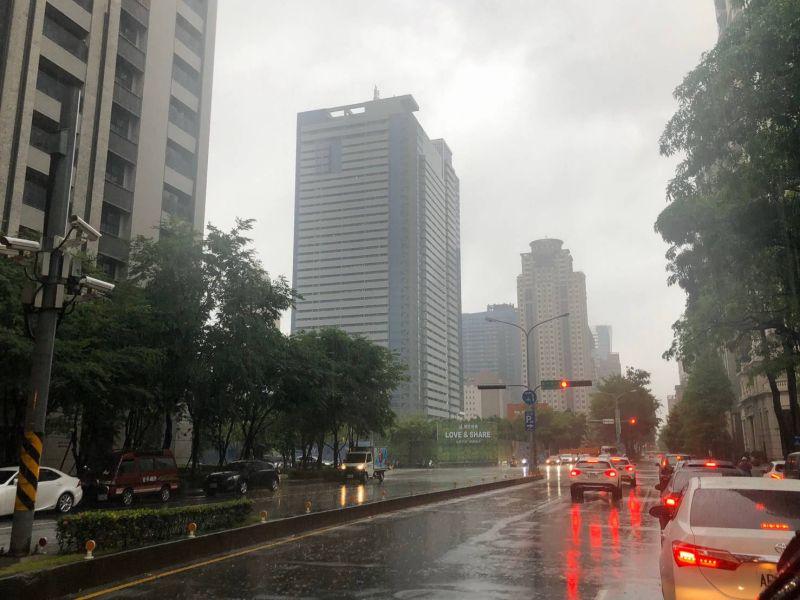 對流雲層發展旺盛  台中機會出現較大瞬間雨勢