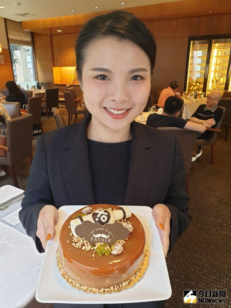 ▲永豐棧酒店父親節蛋糕「焦糖老爹」,以酒瓶裝飾,,象徵爸氣大人味形象。(圖/金武鳳攝,2020.7.21)