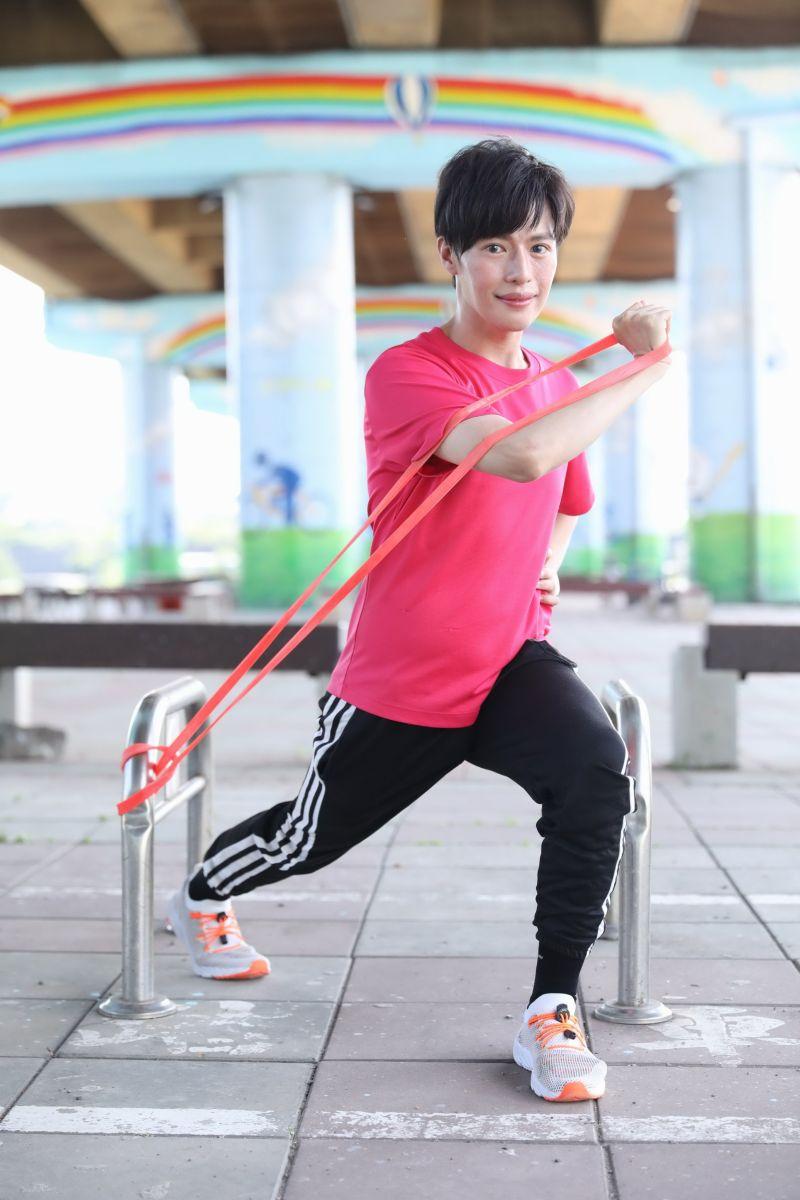 ▲林語菲為了訓練肺活量,進行跑步運動。(圖/菲常動人音樂提供)
