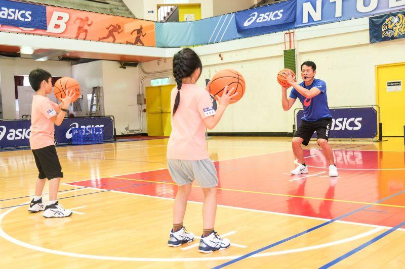 ▲2020亞瑟士籃球之星訓練營總教練邱大宗執教學童