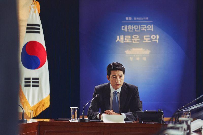 ▲鄭雨盛首度挑戰演南韓總統,獲粉絲封為「史上最帥」。(圖/甲上)