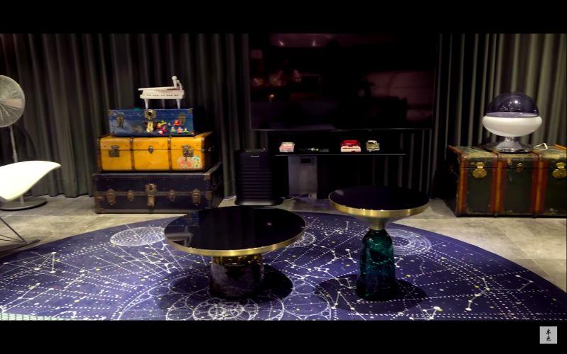 ▲地毯要價13萬。(圖/翻攝本色音樂Youtube)