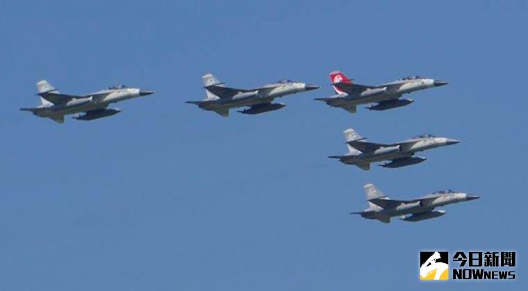 ▲8月15日花蓮基地開放宣佈取消。圖為2017年花蓮基地開放預演,經國號戰機編隊飛行。