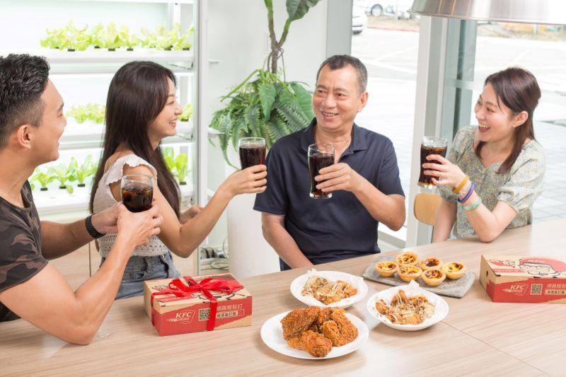 ▲父親節就是要來點不一樣的,這餐絕對能讓爸爸徹底感受「這不是炸雞,而是『椒香麻辣脆雞』」的驚喜感!(圖/NOWnews攝)