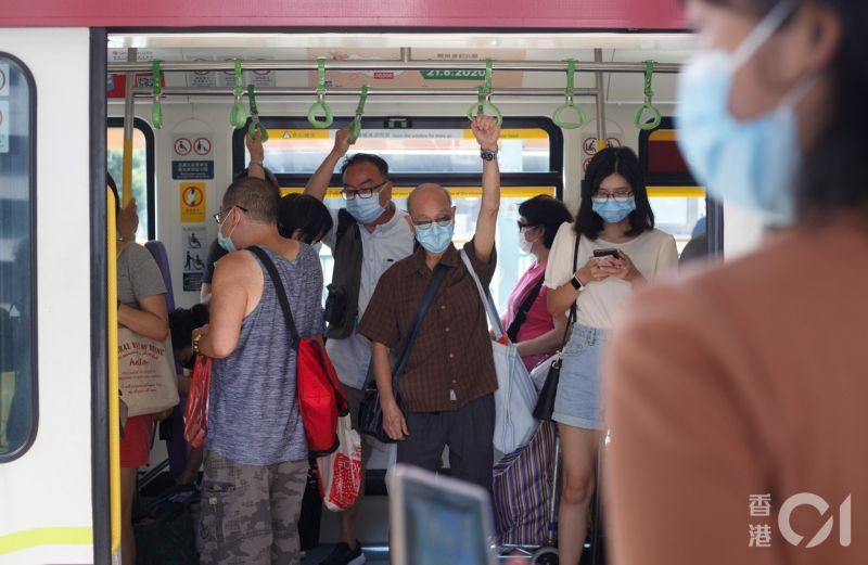 ▲明(23)日起,香港地鐵、大眾交通工具上必須配戴口罩。(圖/翻攝自《香港