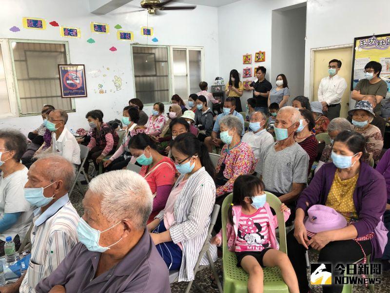 ▲近60位鄉親到場聆聽,同時也遵守防疫措施。(圖/記者陳雅芳攝,2020.07.22)