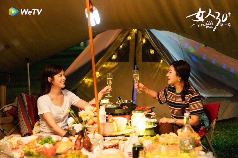 ▲任家萱(Selina)和妹妹任容萱(左)姊妹情深。(圖/WeTV)