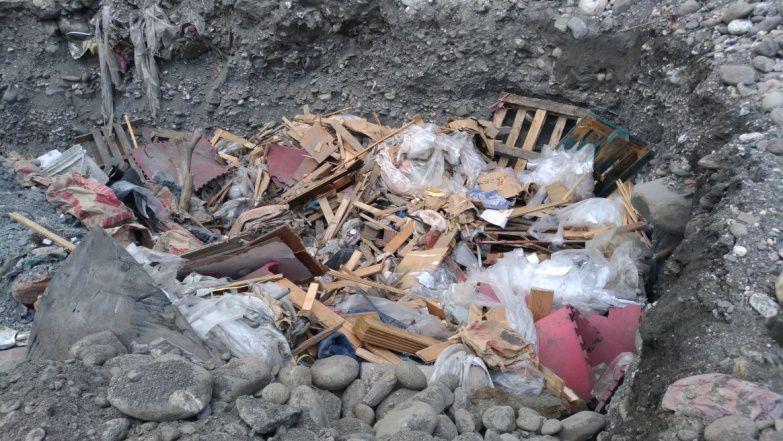 ▲離島因為過度湧入觀光客,造成垃圾量倍增。(圖/台東縣政府提供)