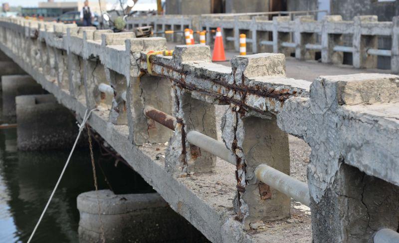 ▲口湖鄉下崙三號橋鋼筋外露鏽蝕嚴重。(圖/記者蘇榮泉攝,2020.07.22)