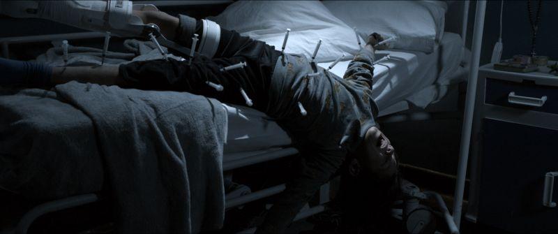 ▲男病童全身被插滿針頭,畫面十分驚悚。(圖/威視)