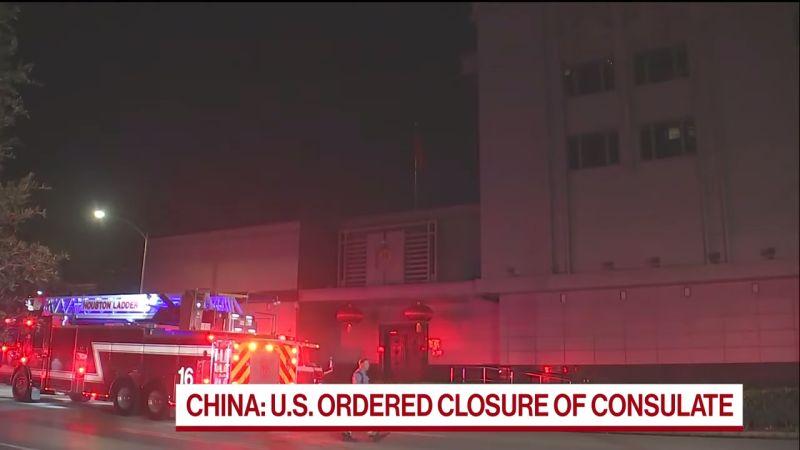 ▲美國要求中國大陸駐美休士頓總領事館於 3 天內關閉撤離,館內已開始焚燒文件。(圖/翻攝自 Bloomberg Politics YouTube 影片截圖)