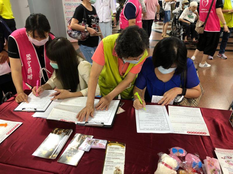 臺大醫院新竹分院器捐宣導    上午80位民眾響應簽署