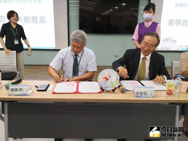 ▲彰化秀傳紀念醫院與中臺科技大學舉辦產學合作簽約儀式。(圖/記者陳雅芳攝,2020.07.23)