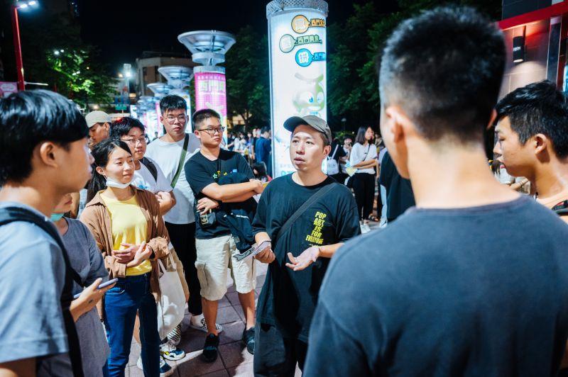 ▲《怪胎》導演廖明毅(中)希望小學生也看愛情片。(圖/牽猴子)