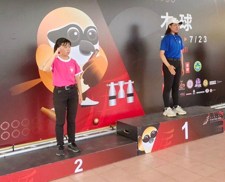 ▲嘉義家職顏婕伃(左)在109年全中運,獲得木球項目個人賽亞軍。(圖/嘉義市政府提供)