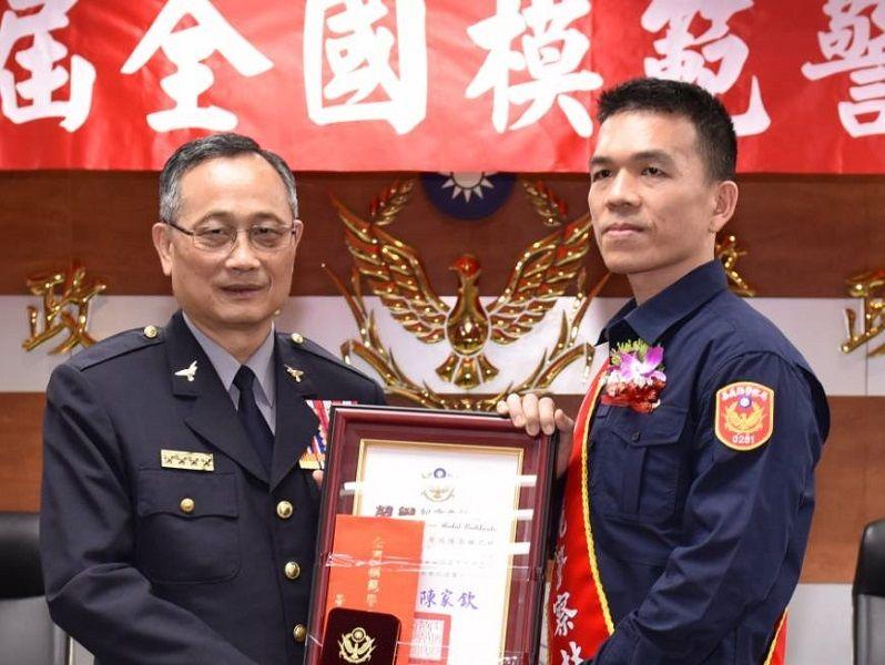 ▲林乙皓警官榮獲108年全國模範警察,獲警政署長陳家欽頒獎表揚。(圖/林乙皓警官提供)