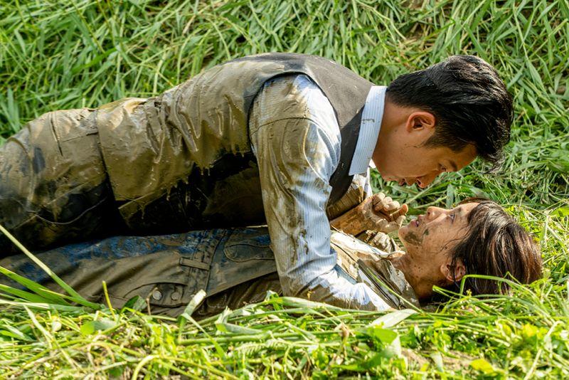 ▲大元(下)、邱凱偉上演親密戲,台詞卻讓他們差點笑場。(圖