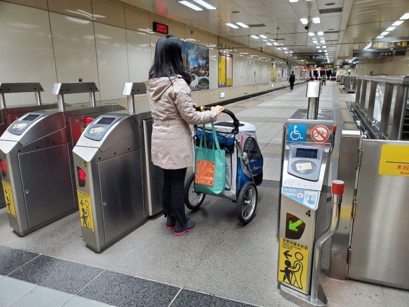 北捷淡信線假日開放大型寵物車搭乘 單程票80元不限距離