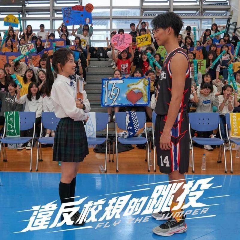 ▲《違反校規的跳投》是以籃球運動為題材,講述男孩們在球場上的成長與追尋夢想的故事。(圖/七十六号原子提供)