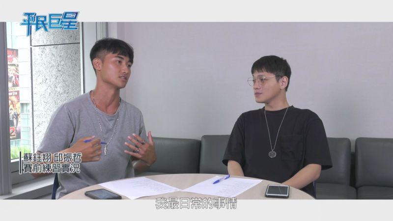 ▲邱振哲(右)擔任蘇鈺翔幫唱導師。(圖/十全娛樂提供)
