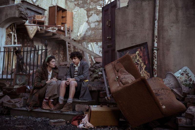 ▲▼潔瑪雅特頓(上圖左、下圖右)與童星盧卡斯邦德,在片中有真摯且溫暖的互動。(圖/威視)