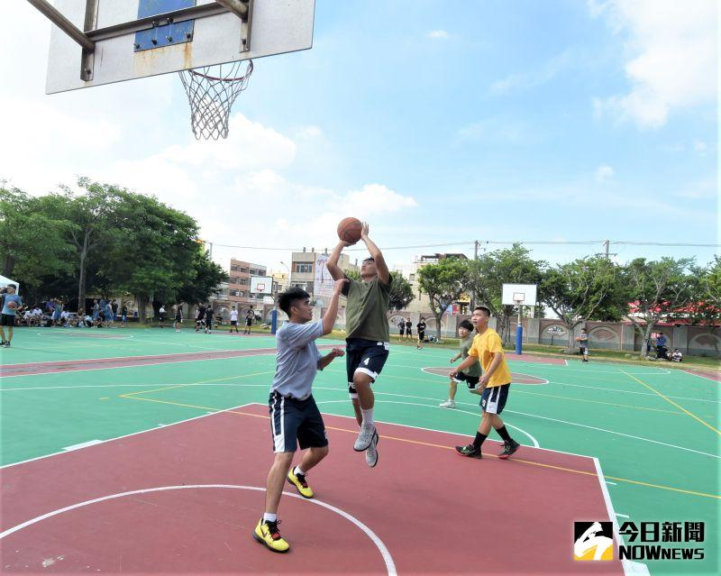 ▲2020豪神降臨青少年暑期3對3籃球賽,參賽小將展開激烈的攻防。(圖/記者陳雅芳攝,2020.07.26)