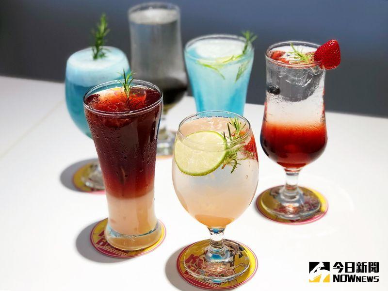 ▲色彩繽紛的各式「飲品」光用看的就很讓人陶醉。(圖/記者陳美嘉攝,2020.07.26)