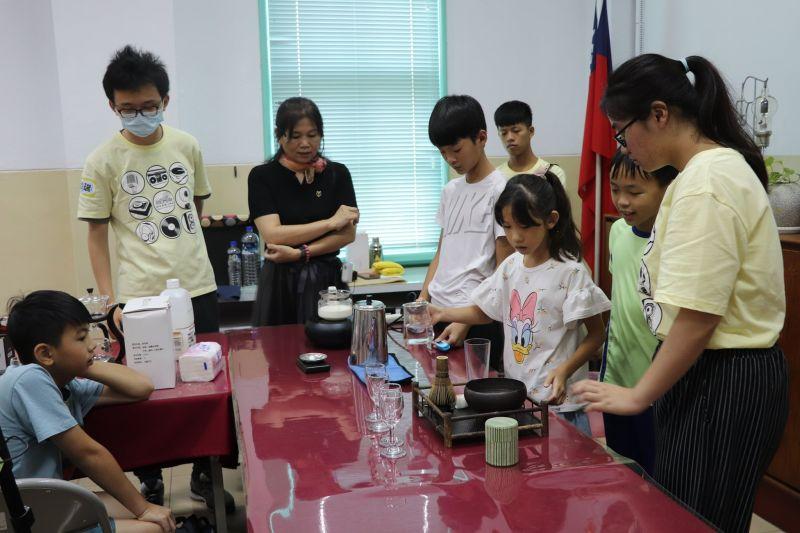 廣播結合飲茶文化 兒童廣播營歡樂體驗