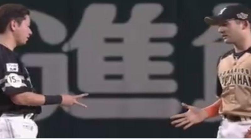 ▲杉谷拳士與川島慶三玩起猜拳。(圖/取自太平洋聯盟TV)