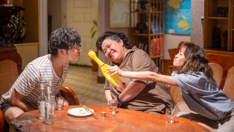 ▲張書偉(左起)、鍾欣凌、黃姵嘉即將齊聚「珍賀齋」,三人在酒精的催化下達成協議。(圖
