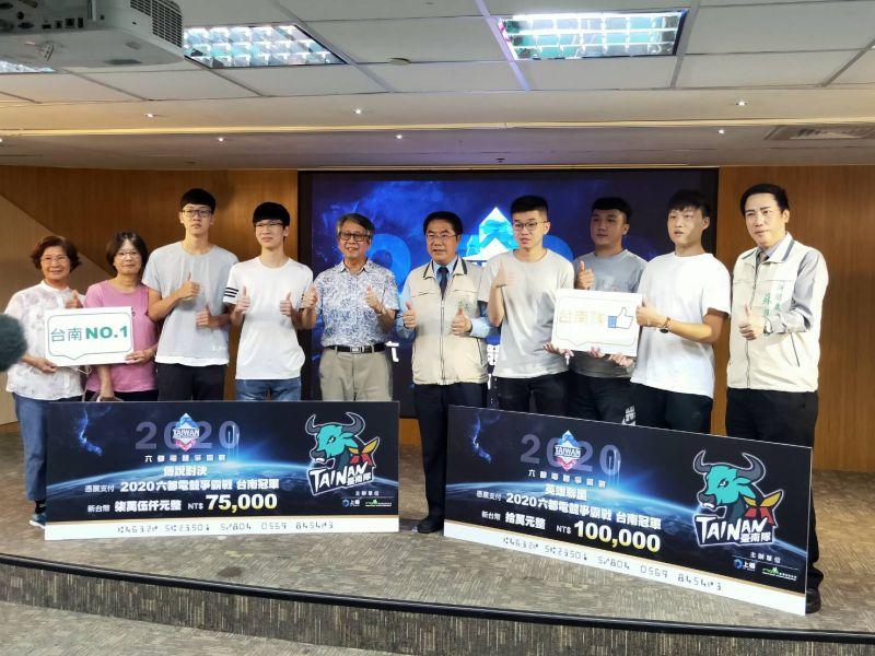黃偉哲期許兩隊選手全力以赴,為台南奪得總冠軍
